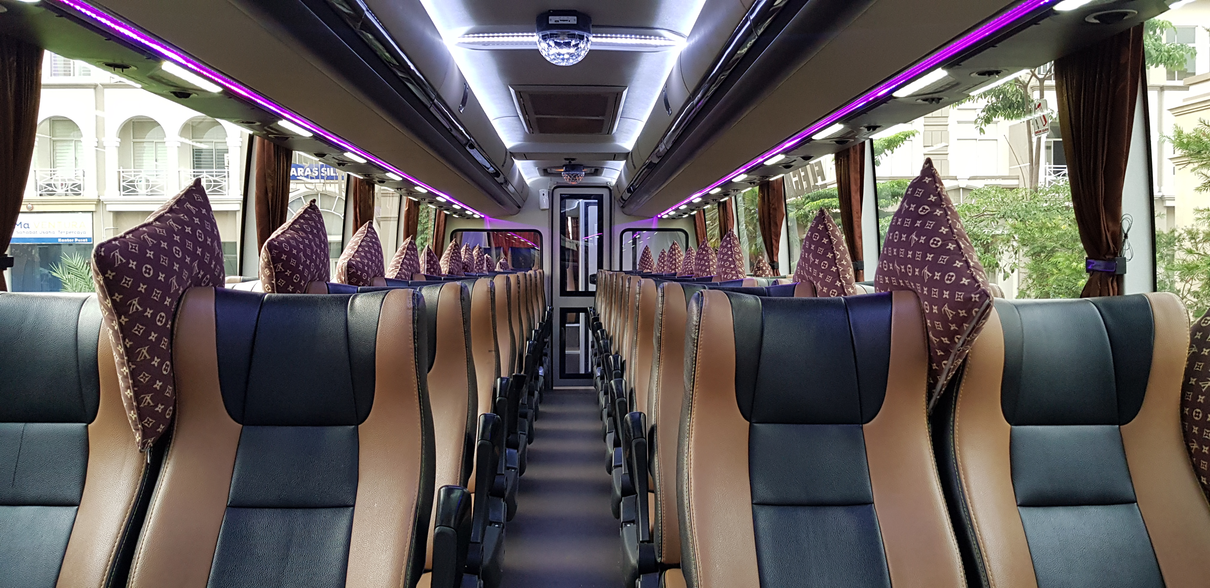 interior bus pariwisata melody transport